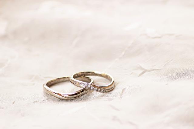 歪んだ形の結婚指輪